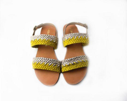 sandalia plana amarillo trenza