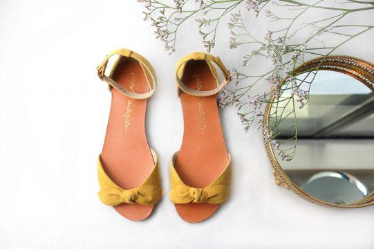 sandalia plana lazo amarillo